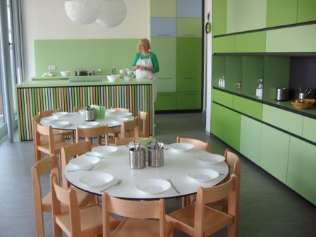 Küche, Kinderbistro mit Köchin Sylvia Winter